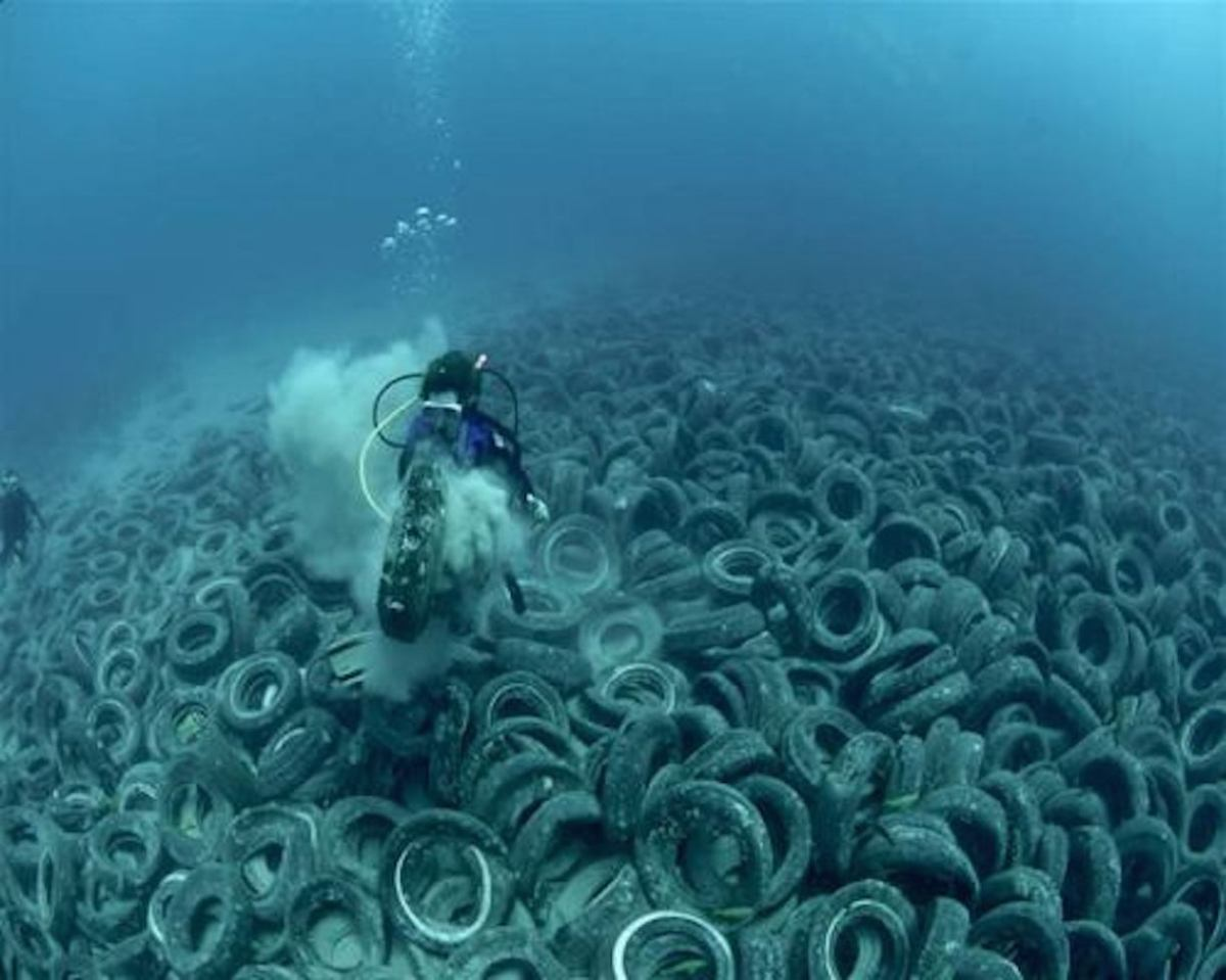 Ocean pollution tire on ocean floor ustaxpayerswill for What is ocean floor