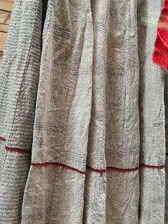 1024px-Lisu_woman_hemp,_shell-ornamented_dress_detail_-_Yunnan_Nationalities_Museum_-_DSC04310