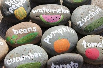 painted-rocks-garden