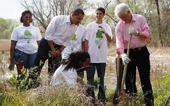 U.S. President Barack Obama watches as former President Bill Clinton plants a tree at Kenilworth Aquatic Gardens in Washington...U.S. President Barack Obama (2nd L) watches as former President Bill Clinton (R) plants a tree at Kenilworth Aquatic Gardens in Washington, April 21, 2009. REUTERS/Jason Reed (UNITED STATES POLITICS SOCIETY ENVIRONMENT)