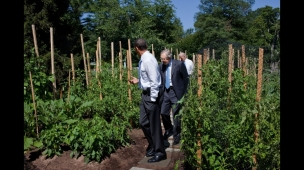 president-obama-harry-reid-and-joe-biden-in-the-white-house-kitchen-garden